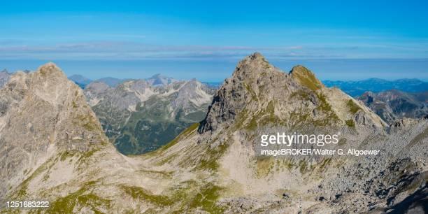 panorama from heilbronner weg to the grosse steinscharte with hochgundspitze, 2460m, and rotgundspitze, 2485m, allgaeu alps, allgaeu, bavaria, germany - weg fotografías e imágenes de stock
