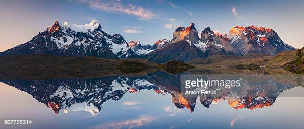 panorama of a colorful sunset in torres del paine, chile - patagonia foto e immagini stock