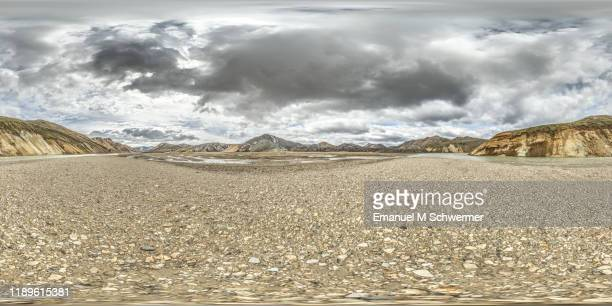360° panorama of a dramatic nature scenery in the icelandic mountain highlands while summer. - 全天周パノラマ ストックフォトと画像
