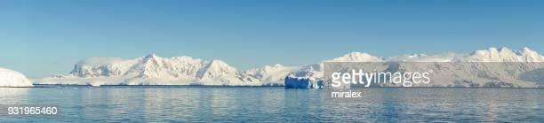 Panorama der Antarktis Sound mit schwimmenden Tafeleisberge