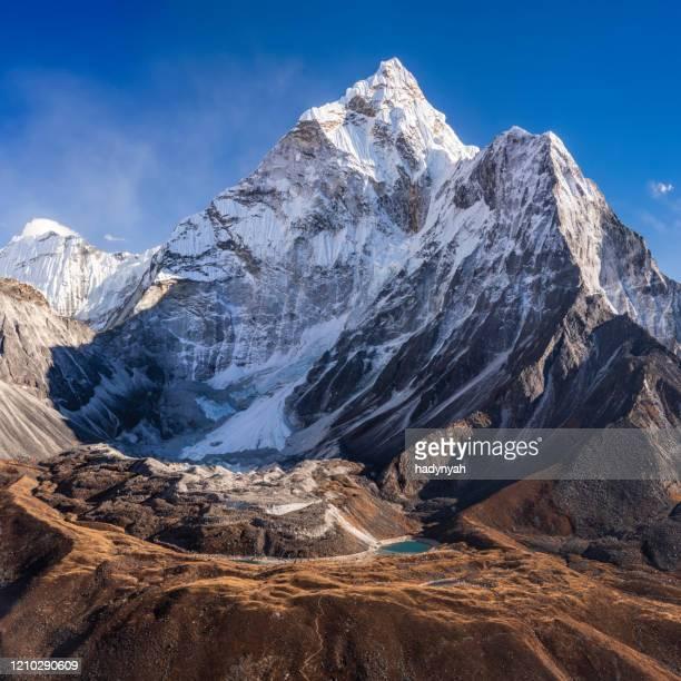 panorama of beautiful  mount ama dablam in  himalayas, nepal - solu khumbu stock pictures, royalty-free photos & images