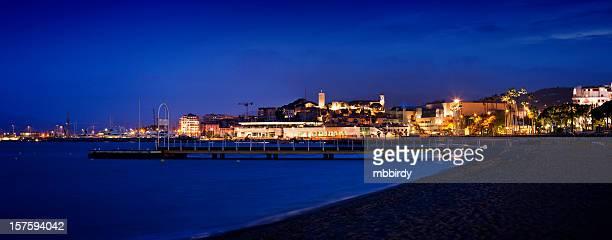 Panorama de Cannes marine par nuit