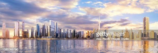 panorama dello skyline di dubai - dubai foto e immagini stock