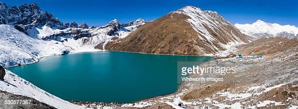 panorama of gokyo lake and village, nepal - gokyo lake stock pictures, royalty-free photos & images