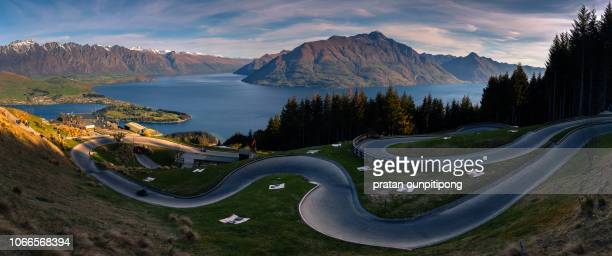 panorama of luge track in queenstown skyline - luge - fotografias e filmes do acervo