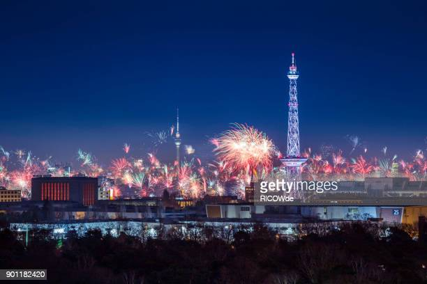 panorama of new years eve - fireworks in berlin - silvester berlin stock-fotos und bilder