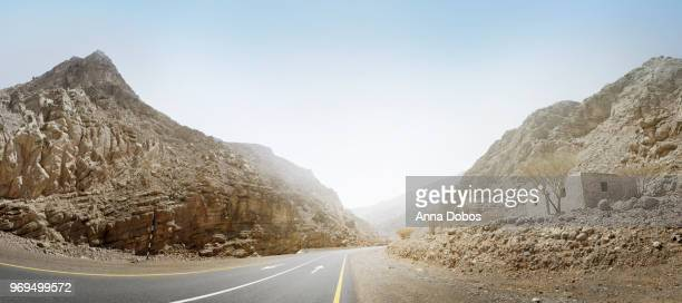 panorama of road to the hajar mountains - ras al khaimah stock pictures, royalty-free photos & images