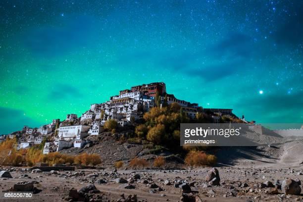 Panorama de nuit étoilée dans la partie nord de l'Inde