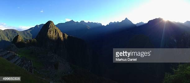 "panorama of sunrise over machu picchu - ""markus daniel"" photos et images de collection"