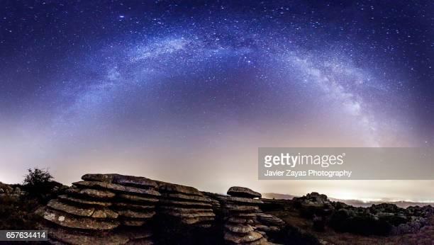 panorama of the milky way - paraje natural torcal de antequera fotografías e imágenes de stock