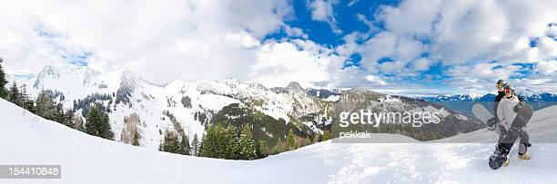 panorama von zwei snowboarder sie an einem wolkigen mountains - ski slalom stock-fotos und bilder