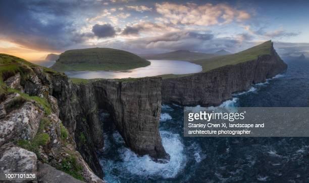 panorama of vagar - islas faroe fotografías e imágenes de stock