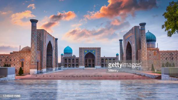 panorama samarkand oezbekistan registan square sher-dor madrasah - oezbekistan stockfoto's en -beelden