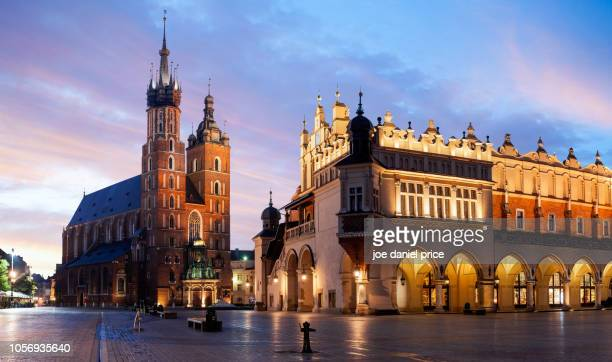 panorama, st mary's basilica, bazylika mariacka, the cloth hall, krakow, poland - poland stock pictures, royalty-free photos & images
