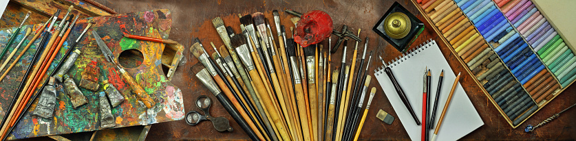Panorama still life with artist's tools 1091928034