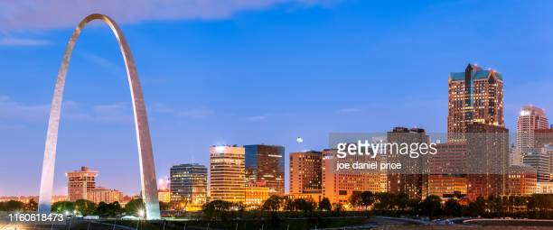 panorama, the gateway arch, st louis, missouri, america - st. louis missouri stock pictures, royalty-free photos & images