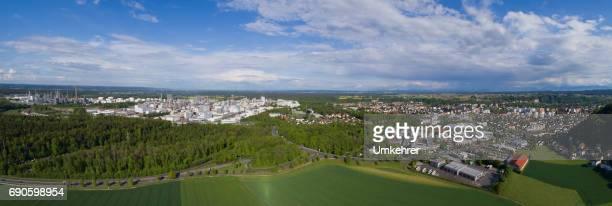 panoramablick auf burghausen - umkehrer stock-fotos und bilder