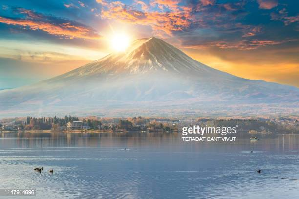 panorama view of colorful autumn season and mountain fuji with morning fog and red leaves at lake kawaguchiko is one of the best places in japan - 埼玉県 ストックフォトと画像