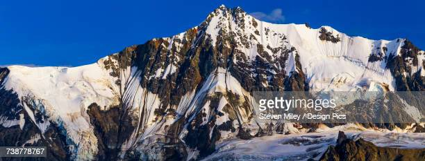 panorama view of institute peak in the alaska range, named after the uaf geophysical institute and a popular target for mountain climbers - miley fotografías e imágenes de stock