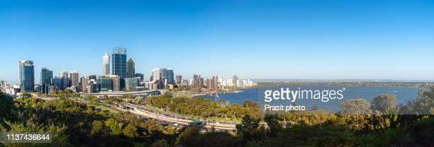 panorama view of perth skyscraper with swan river in western australia, australia. - perth australien stock-fotos und bilder