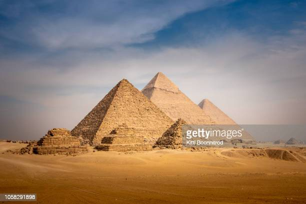 panorama view of the great pyramid of giza in egypt - giza pyramids stock pictures, royalty-free photos & images