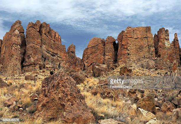 panorama view of the palisades of iron mountain, john day fossil beds national park - john day fossil beds national park stock pictures, royalty-free photos & images
