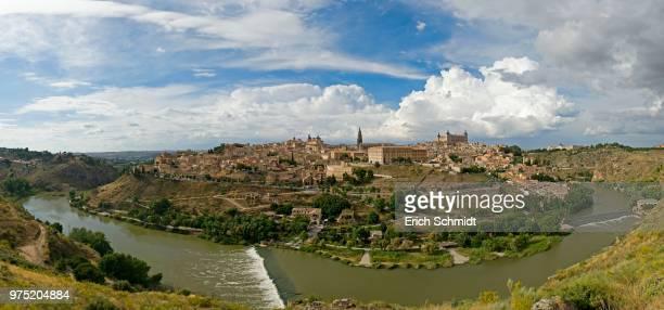 panorama with rio tajo, toledo, la mancha, spanien - spanien - fotografias e filmes do acervo