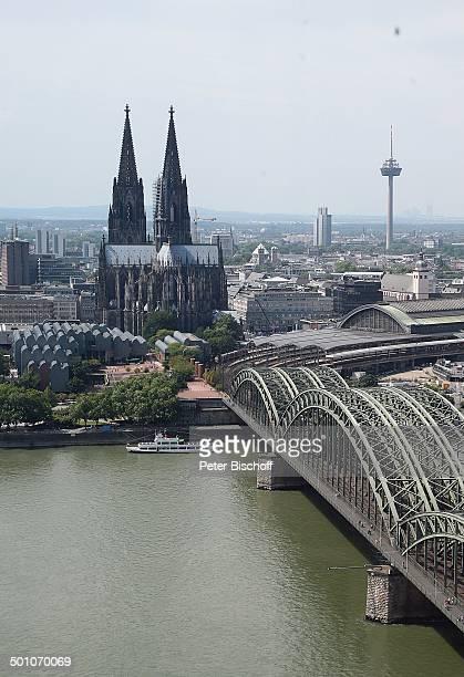 PanoramaBlick auf Kölner Dom und Rhein mit Rheinbrücke Köln NordrheinWestfalen Deutschland Europa Fluss Gewässer Reise Kirche Religion NB Promi FTP...