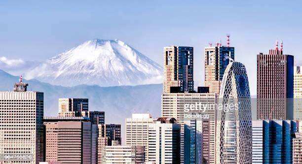 panoramafuji mountain and shinjuku skyscraper buildings, bunkyo district, tokyo, japan - nishi shinjuku stock-fotos und bilder