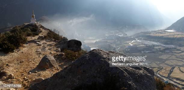 panoramas captured along the chola pass everest base camp trek - 26 - solu khumbu stock pictures, royalty-free photos & images