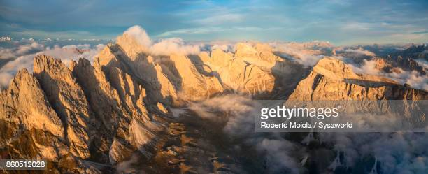 panoramic aerial view of the odle massif, italy - dolomiten stock-fotos und bilder