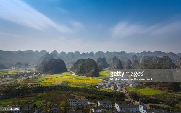 panoramic bird eye view of wanfenglin - province du guizhou photos et images de collection