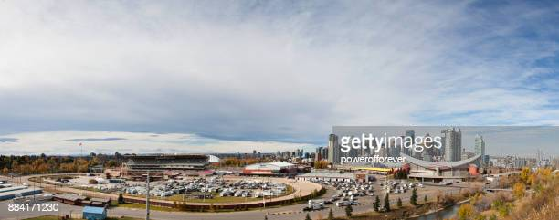 panoramic cityscape of calgary, alberta, canada - calgary stampede stock pictures, royalty-free photos & images