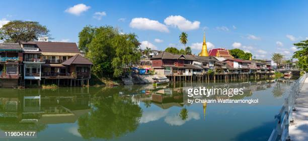 panoramic image of chanthaburi waterfront (old town) with reflection in the chanthaburi river at daytime. - 南東 ストックフォトと画像