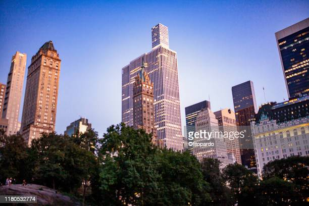 panoramic image of new york city from central park at night - central park reservoir stock pictures, royalty-free photos & images