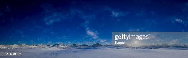 素敵な冬の風景のパノラマナイトビュー - ワイドショット ストックフォトと画像