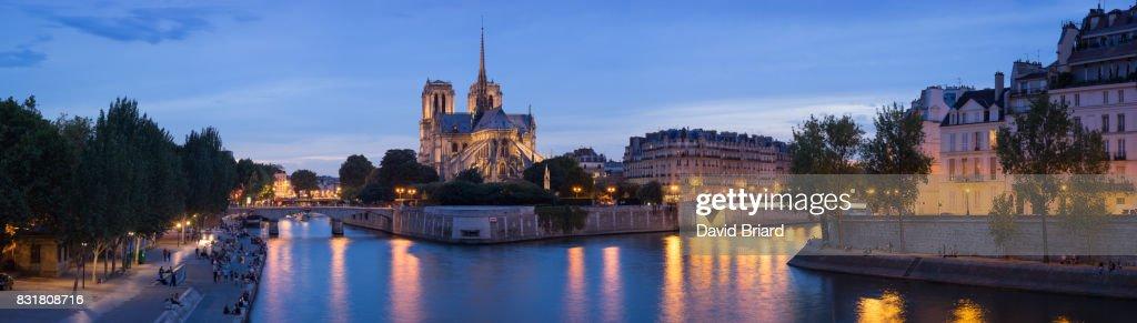 Panoramic Notre-Dame at blue hour, Paris : Photo