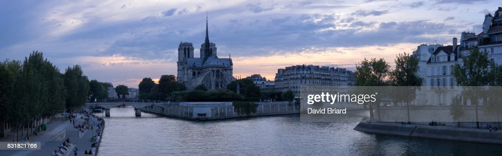 Panoramic Notre-Dame at dusk, Paris : Photo