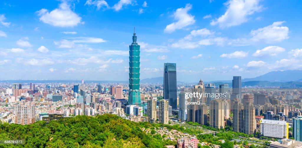 Panoramic of city Taipei with capital building Taipei 101, Taiwan : Stock Photo