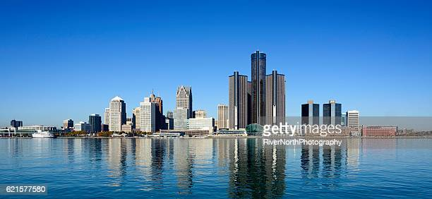panoramic of detroit skyline as seen from windsor canada - detroit river stock pictures, royalty-free photos & images