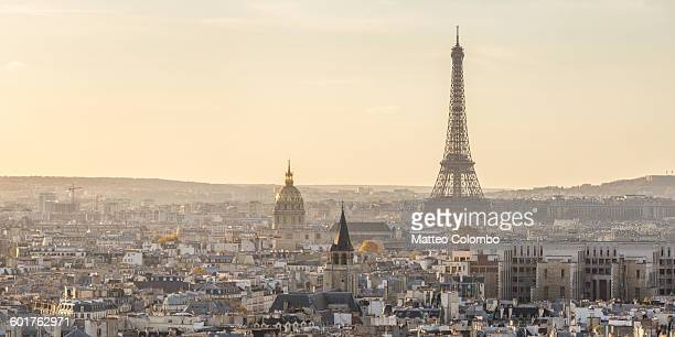 panoramic of eiffel tower and city of paris - parís fotografías e imágenes de stock