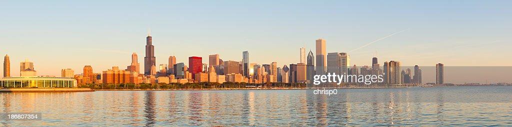 Panoramic of golden sunrise across Chicago skyline : Stock Photo