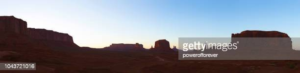 Panoramautsikt över John Fords punkt i Monument Valley vid solnedgången i Arizona, USA