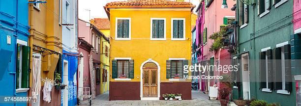 panoramic of the colorful houses of burano, venice - facciata foto e immagini stock