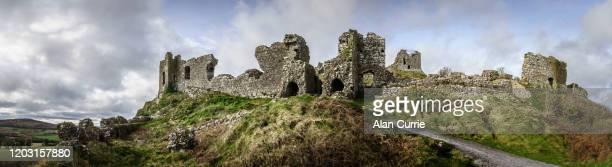 アイルランド・ドゥナマーゼ城の古城のパノラマ遺跡 - 遺跡 ストックフォトと画像