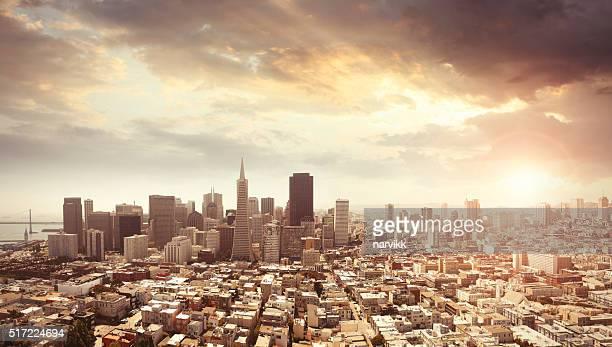 Foto panorámica de San Francisco en la luz del atardecer
