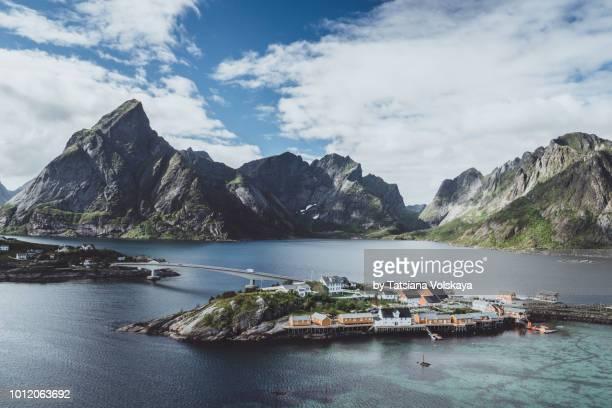 panoramic seascape near reine, moskenes, lofoten islands, norway - dramatische landschaft stock-fotos und bilder