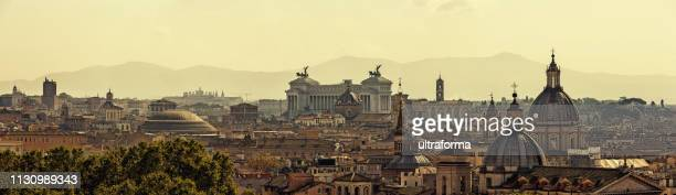 panoramic skyline of rome with ancient architecture at sunset - orizzonte urbano foto e immagini stock