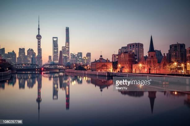 panorâmica skyline de shanghai - negócios internacionais - fotografias e filmes do acervo