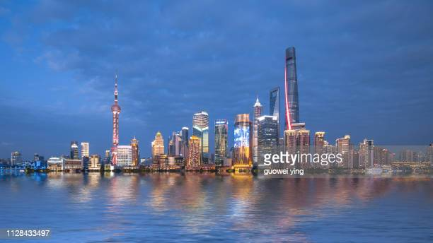 panoramic skyline of shanghai - 目的地 fotografías e imágenes de stock